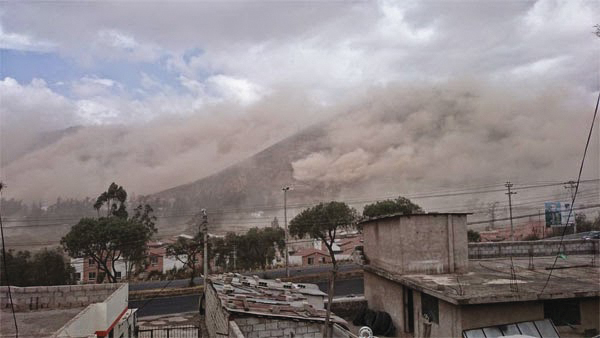 Dust clouds in Quito, Ecuador after a magnitude 5.1 earthquake